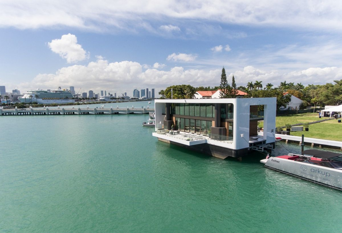 This amazing floating house uses stabilizing hydraulic stilts which make it impervious to waves and strong winds
