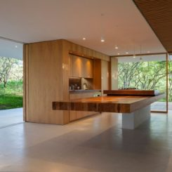 DURAN & HERMIDA Arquitectos Asociados Kitchen table cantilever