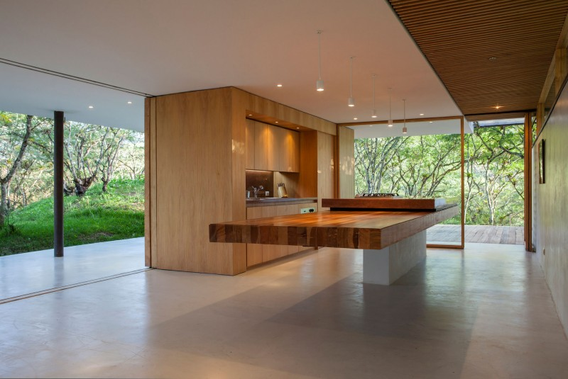 Extraordinary Kitchens With Cantilevered Islands