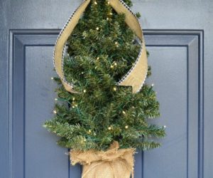 Cute And Simple Ways To Decorate Your Front Door For Christmas