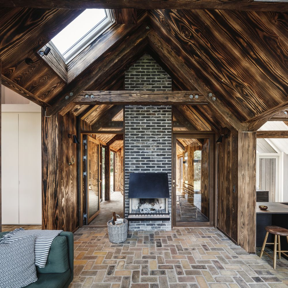 You can see here the big impact that the treated wood boards have on the interior design