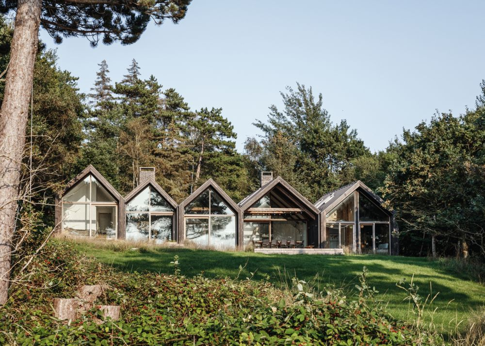 The five cabins are connected and form a single large structure