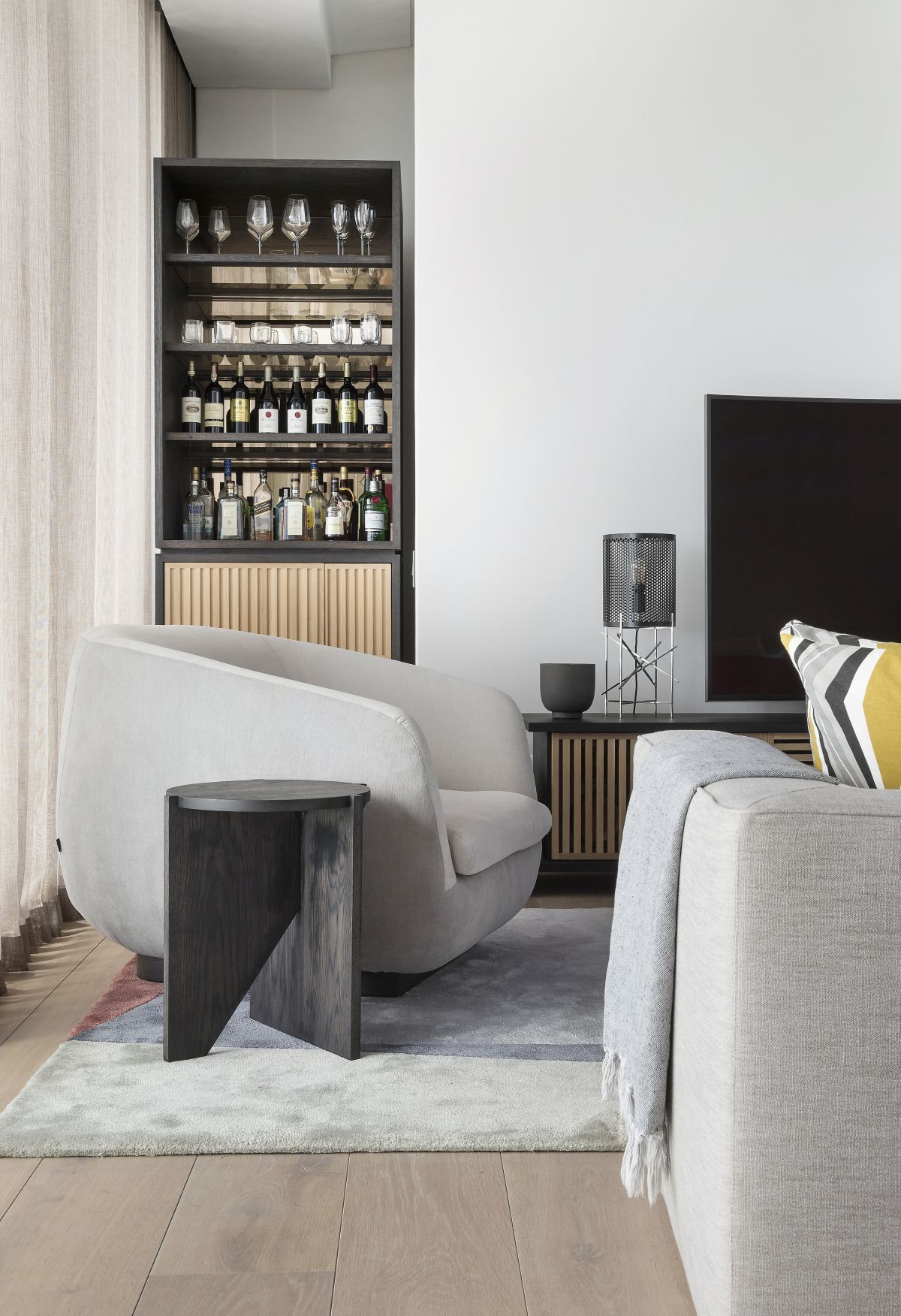 The low console and bespoke drinks cabinet were also custom-designed by OKHA