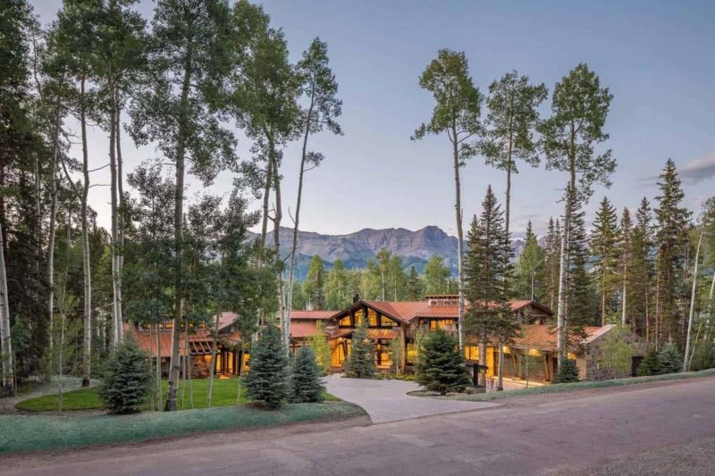 A Rustic Mountain Home With Gorgeous Views s A Background