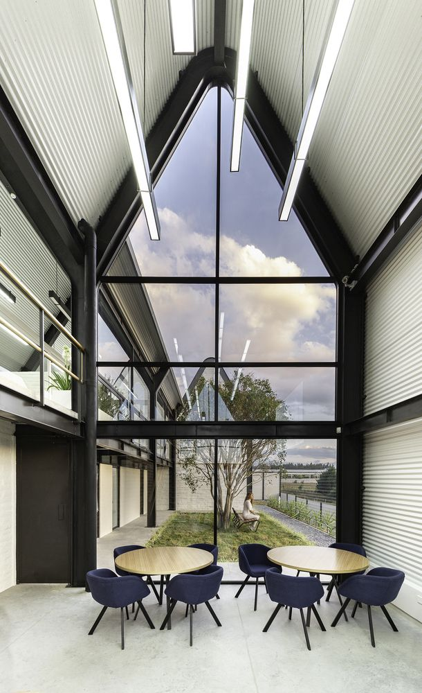 The double-height ceiling and glazed facade put an emphasis on the natural light and the view