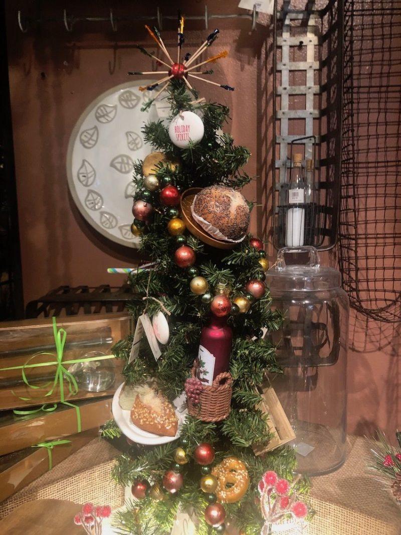 10 Ideas for Tabletop Christmas Decor to Make Any Room Festive