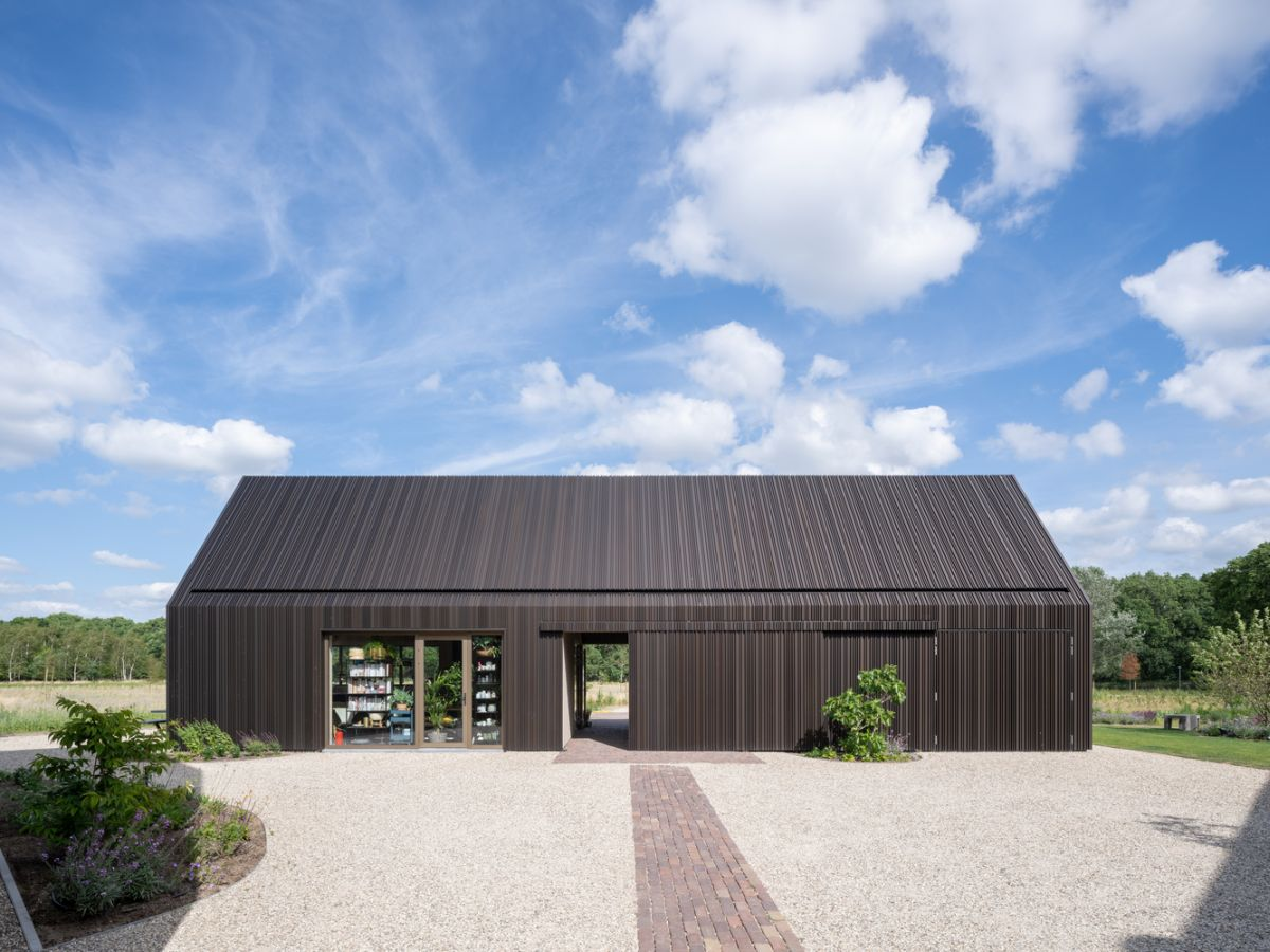 One of the barn-like volumes houses a large cooking studio where classes, workshops and team buildings take place