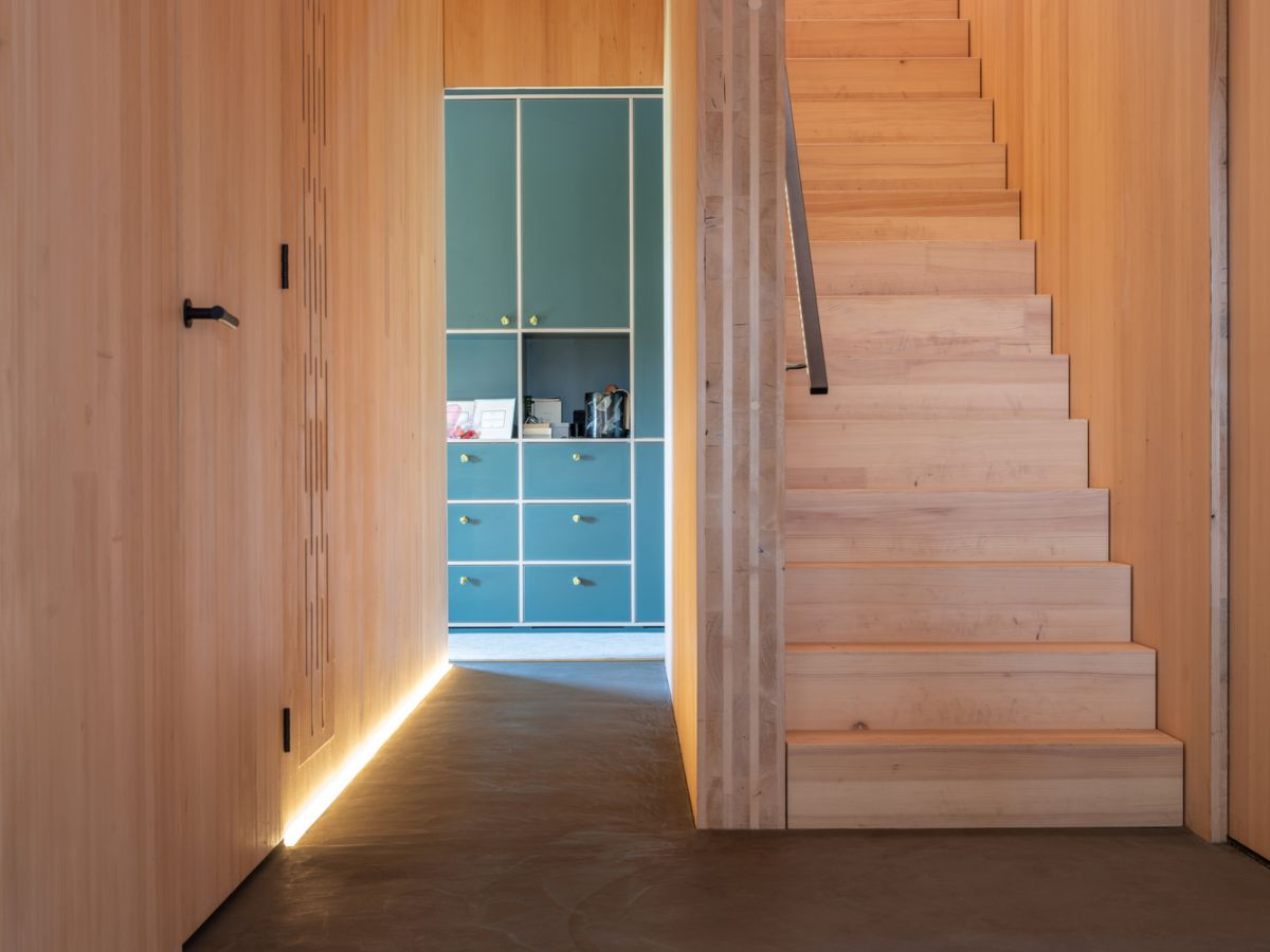 The interior design is generally very simple, with a focus on natural materials and finishes