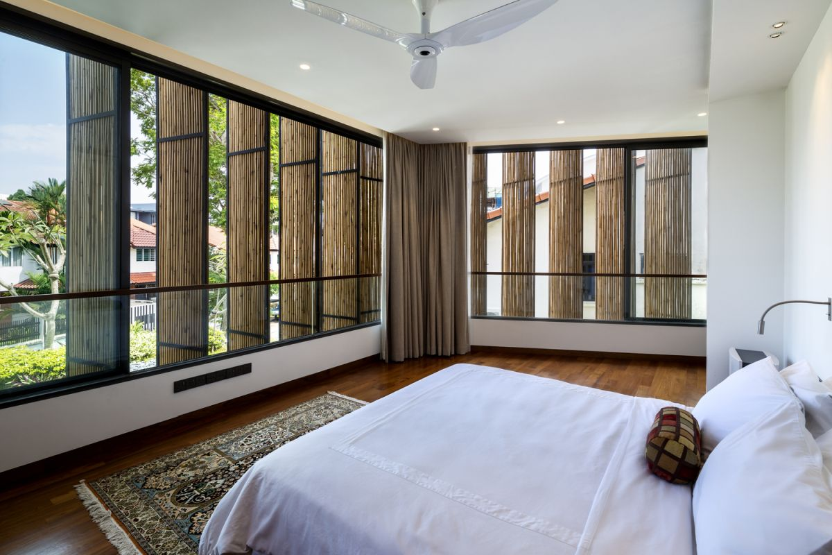 The two-layer bamboo and glass facade offers a lot of freedom and allows spaces to transform within minutes