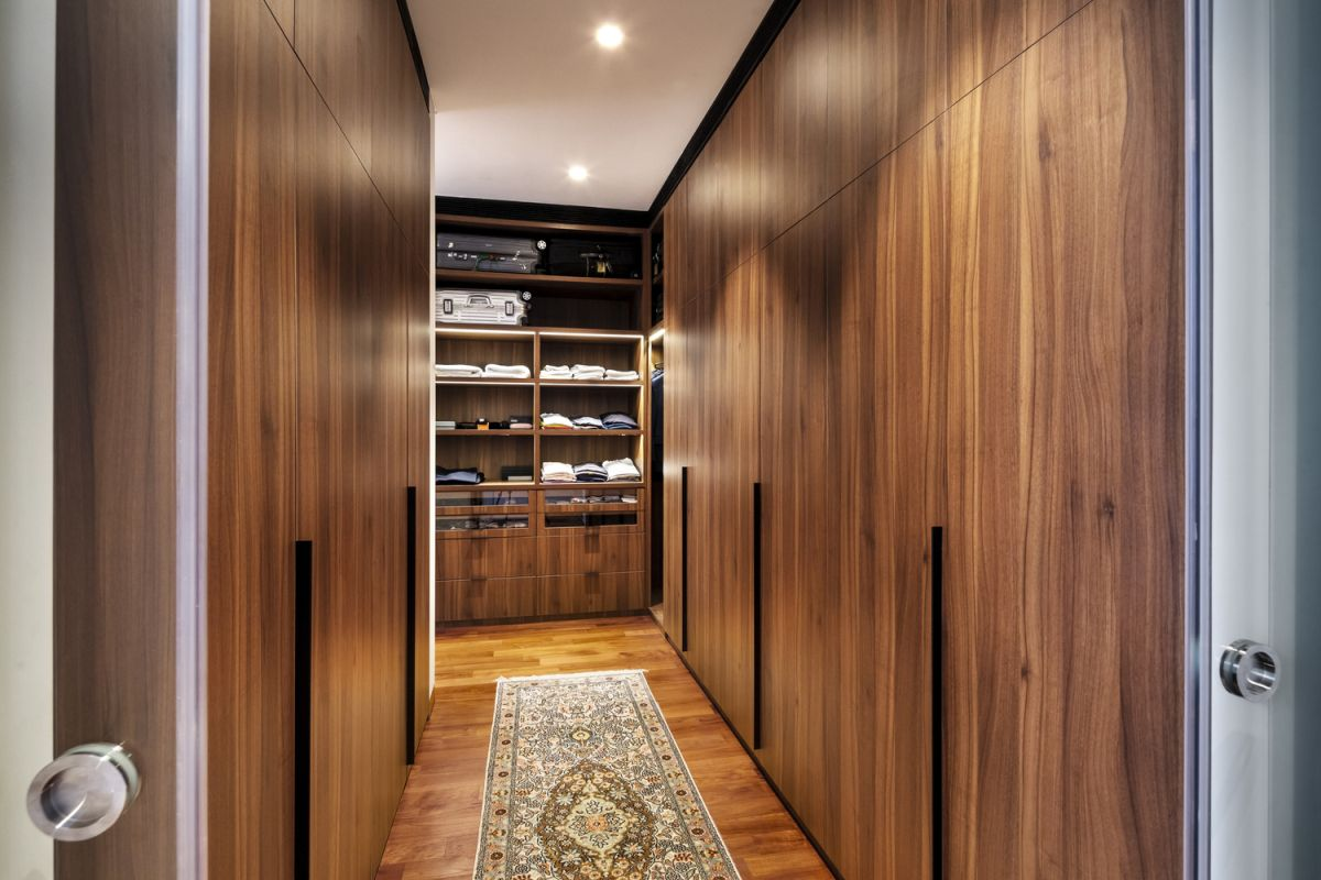 The interior design as a whole is modern with certain influences from traditional and retro styles