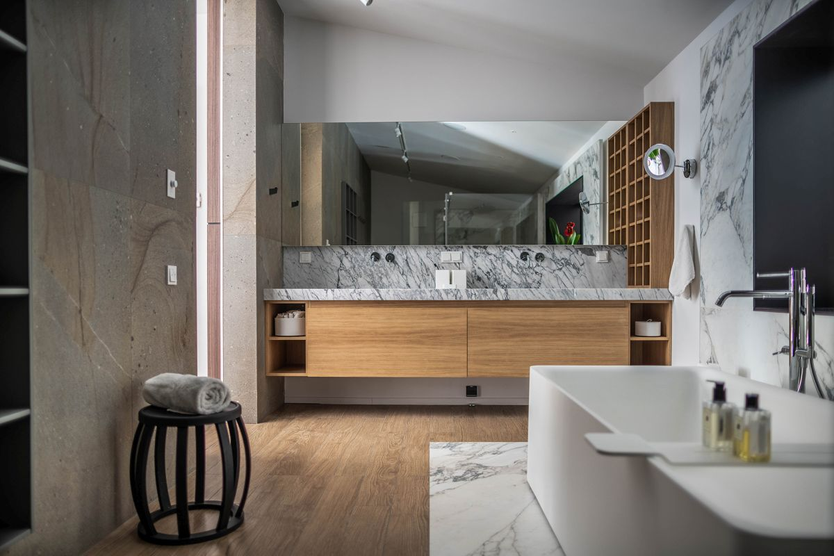 Marble and wood are two of the main materials used throughout the interior design