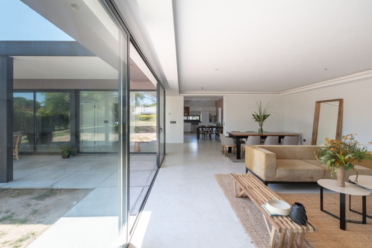 Large windows and sliding glass doors help to connect the living areas to the courtyard and to let the natural light inside