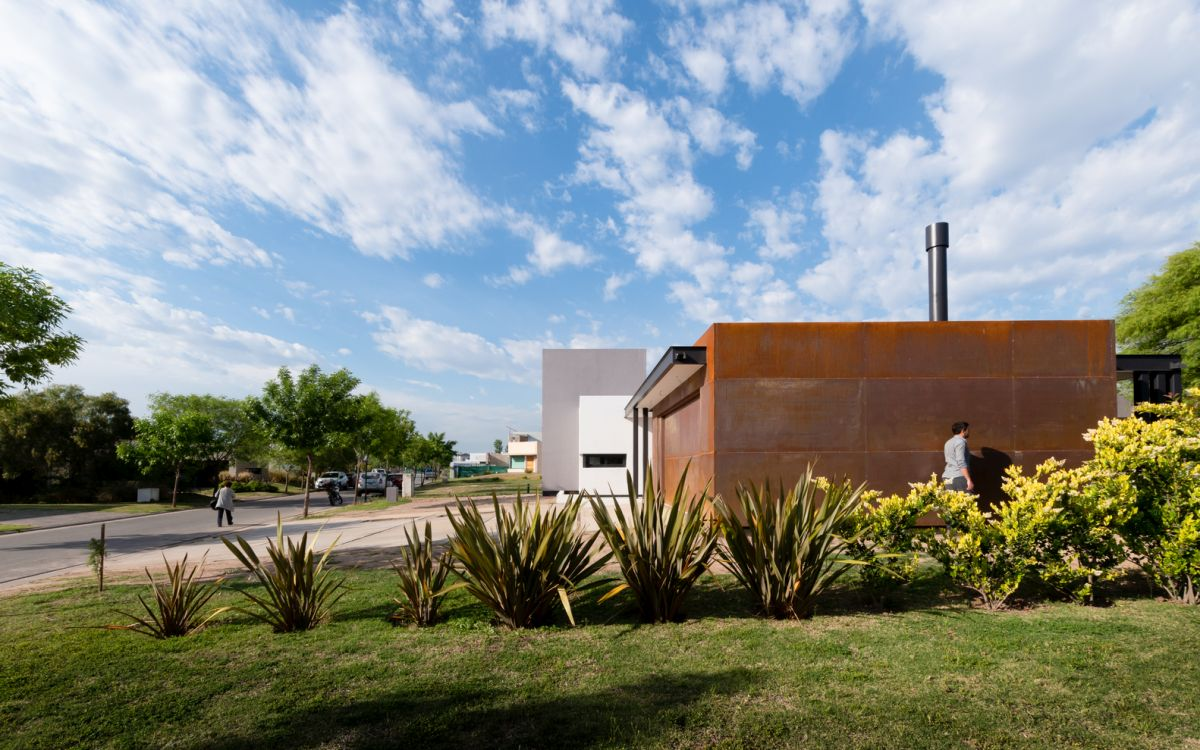 The house's simple geometry and overall structure give it a very modern and trendy look
