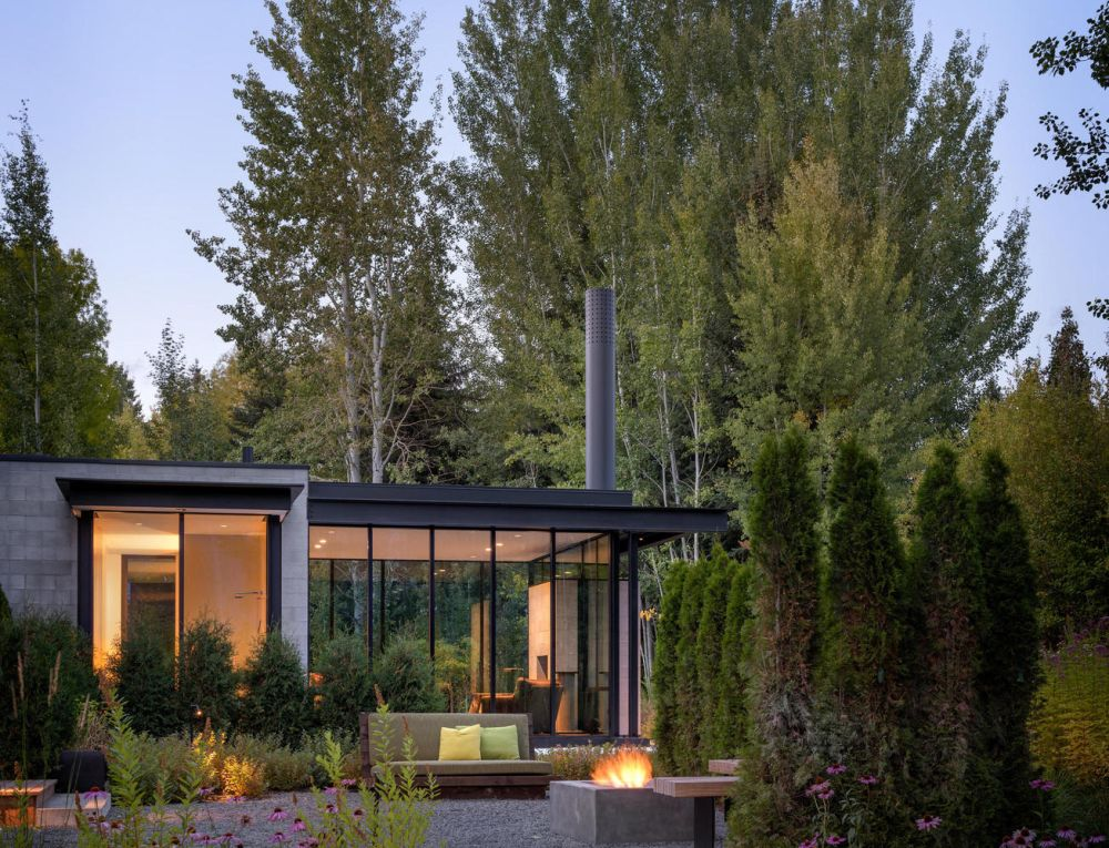 The forested landscape frames the house and creates a natural outline around it