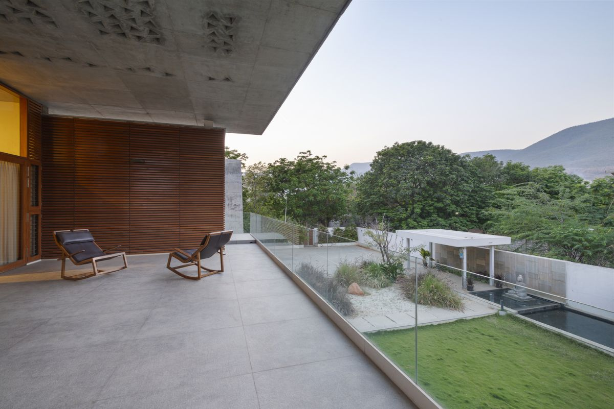 The interior spaces are connected to generous decks and terraces which overlook the court and garden