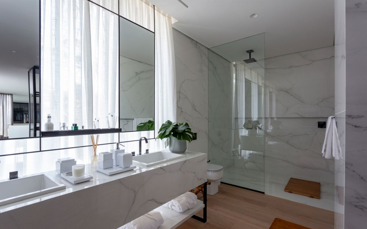 White marble was also used in the bathroom where it adds a really elegant and sophisticated touch to the design