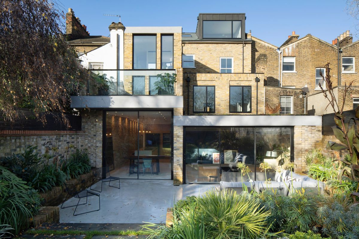 The site opens up towards the back and allows the house to extend into the garden