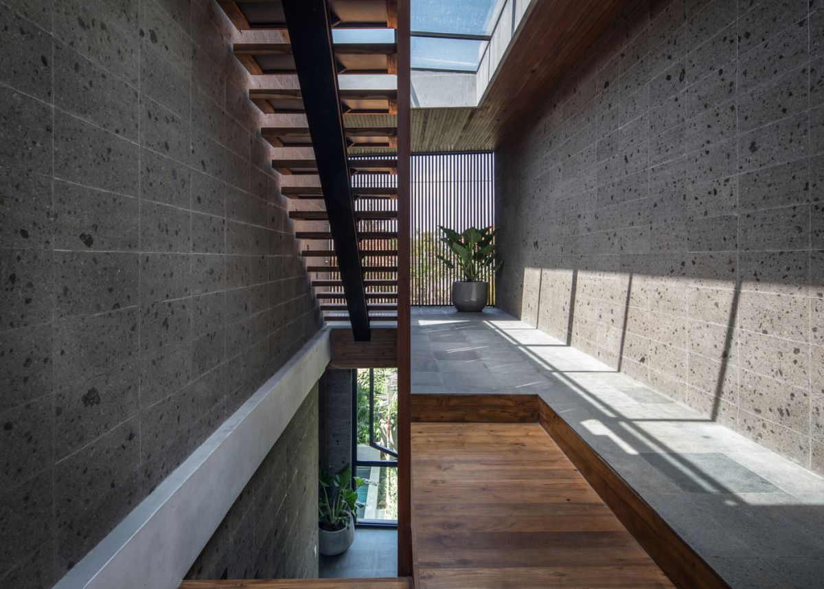 The staircase which connects the floors has a large skylight which brings light into the lower volumes