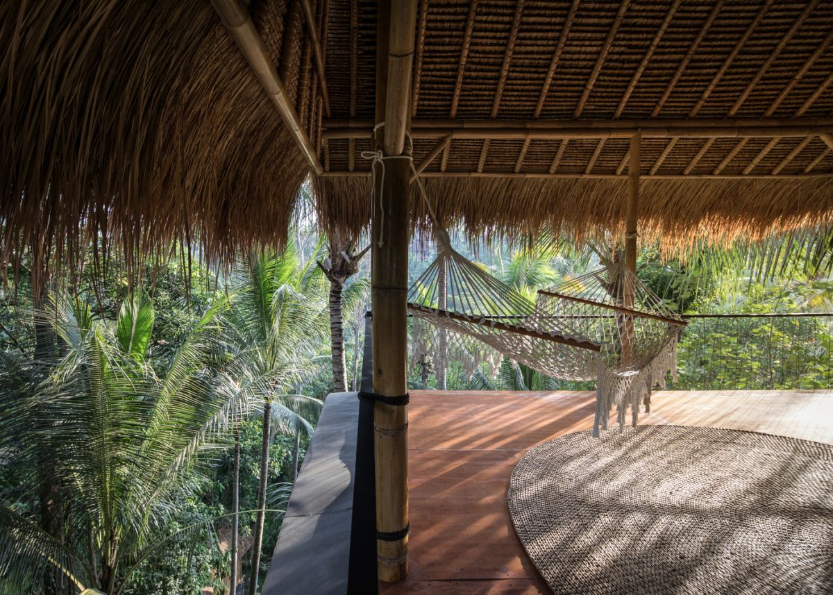 The atmosphere here is very relaxed and casual, typical to a tropical retreat