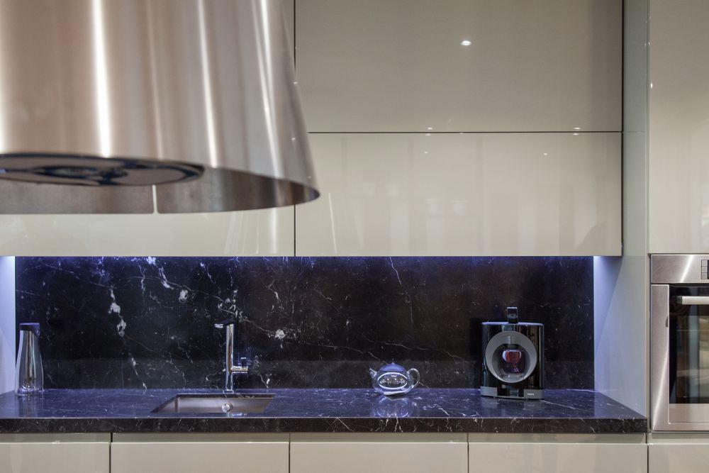 Black marble backsplash kitchen design