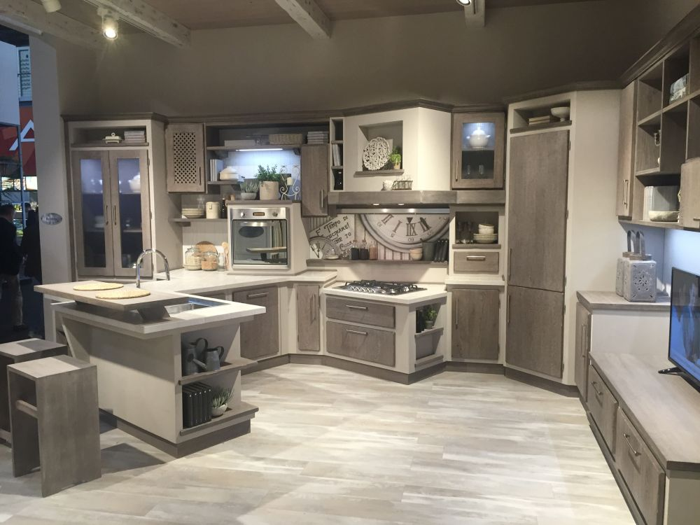 Kitchen with a beautiful layout for wall