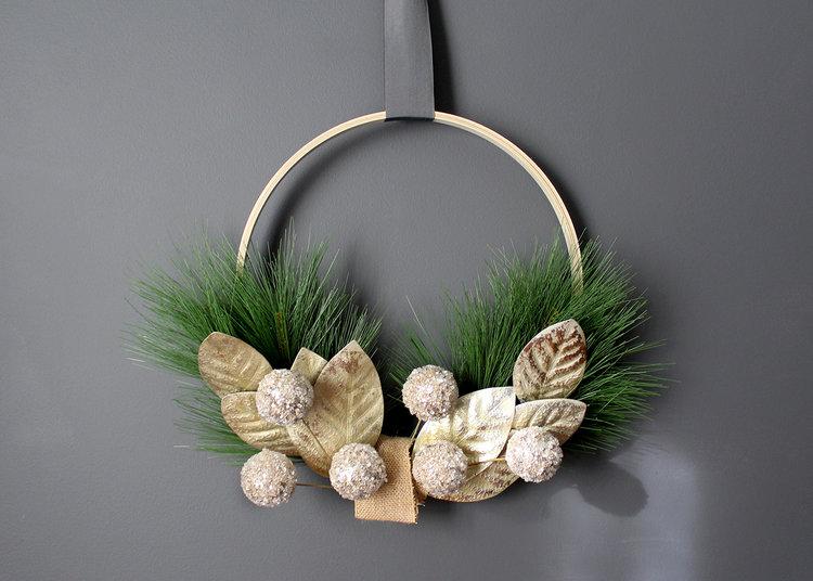 Make a Modern Holiday Christmas Wreath