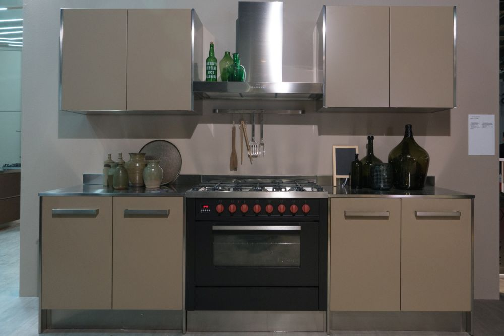 Small and compact kitchen layout