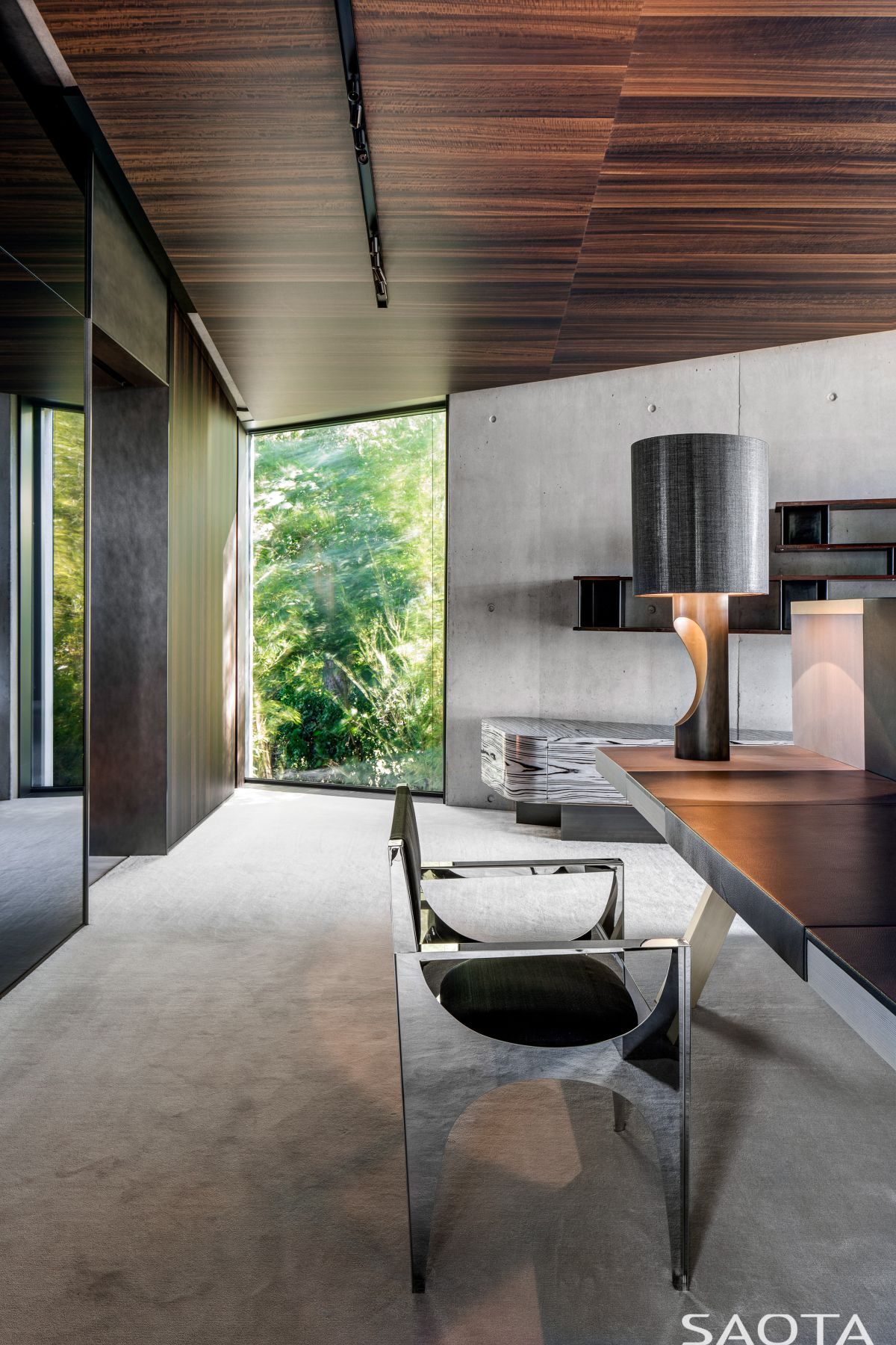 The cold and austere look of the exposed concrete surfaces is beautifully balanced out by warm wood accents