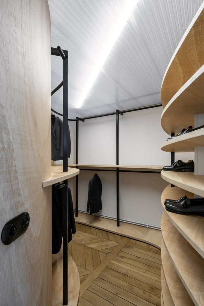 The soft curves and wooden surfaces were also incorporated in lots of other forms throughout the rooms