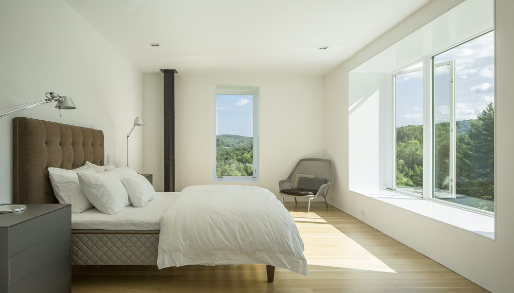 The bedrooms take advantage of their placement and frame the beautiful and uninterrupted views of the meadow