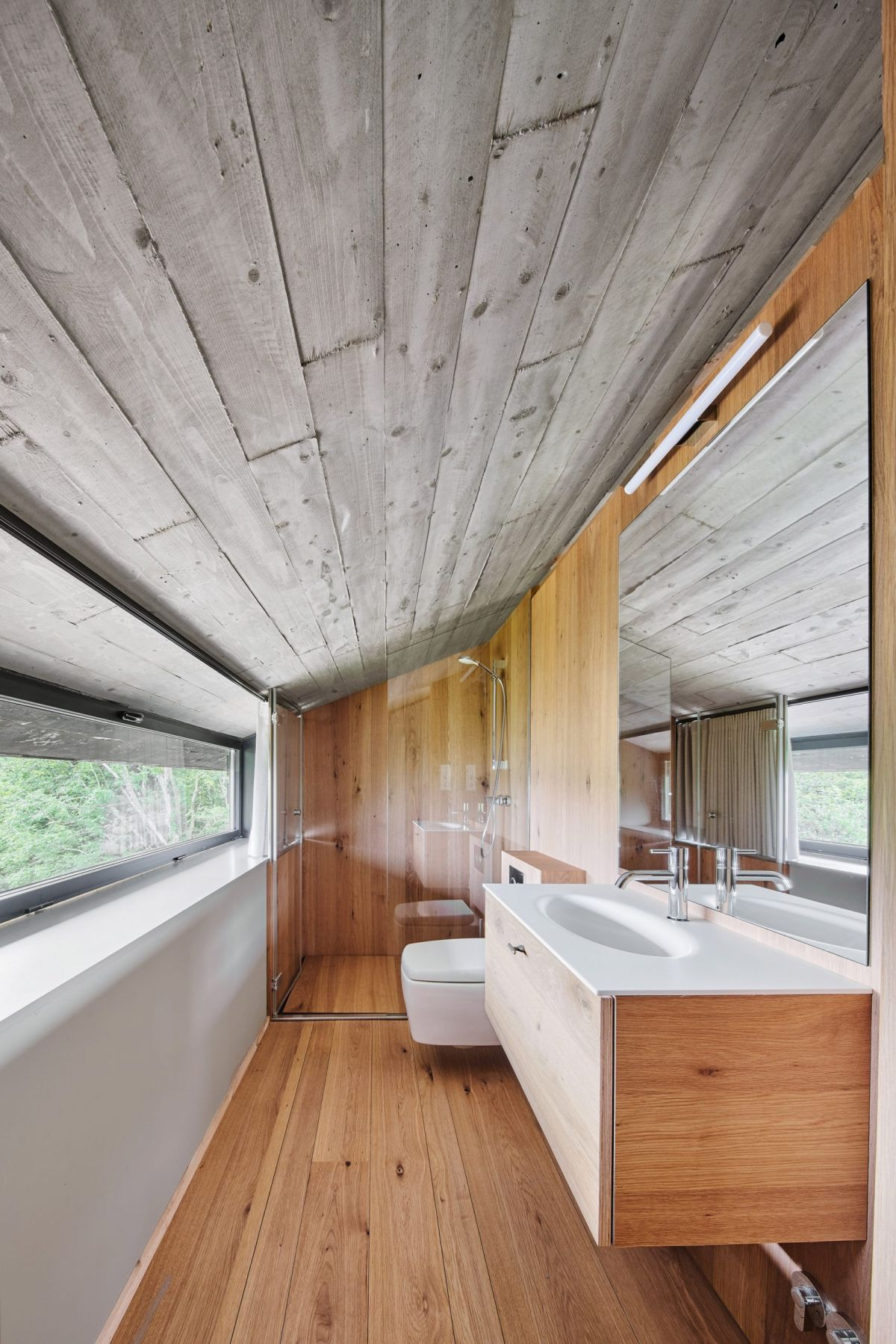 The combination of wood and concrete creates a balanced design and maintains a modern appearance