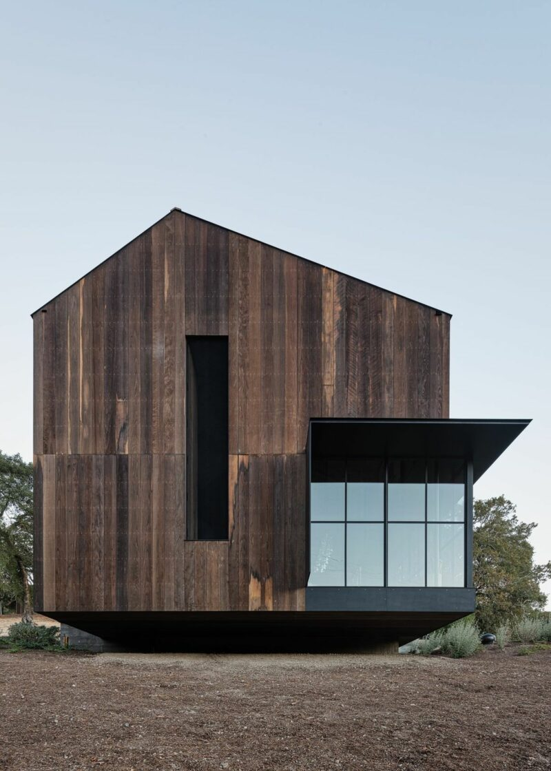 The Big Barn – A Modern Family Retreat Inspired By Its Rustic Surroundings
