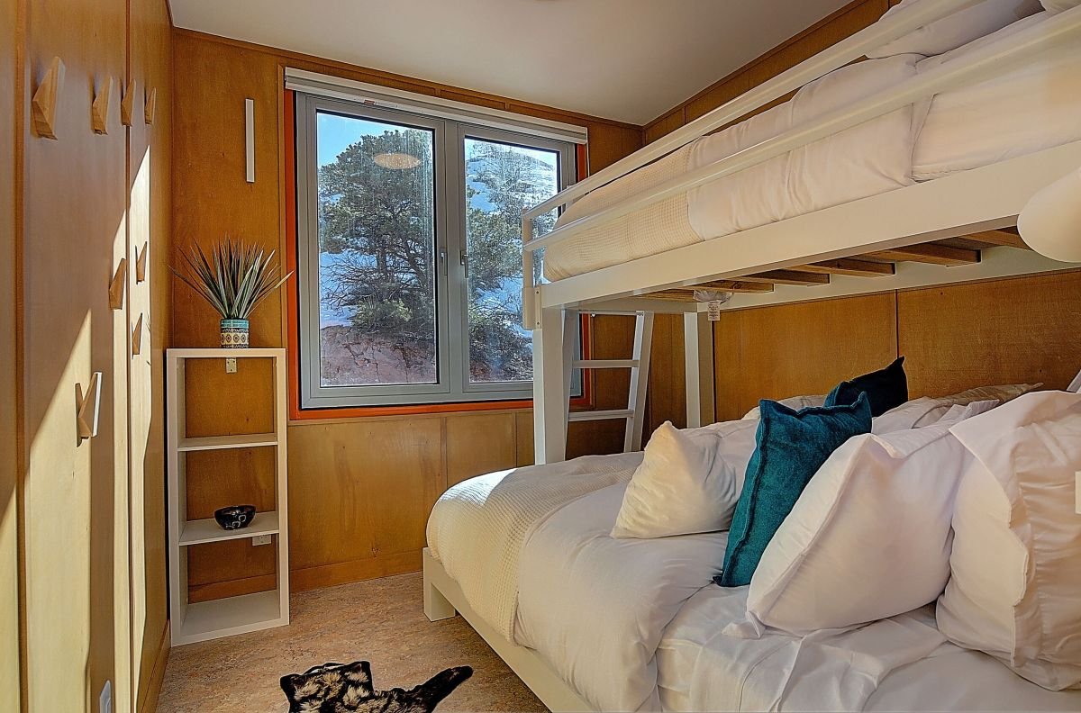 One of the bedrooms features a bunk bed system which allow it to accommodate extra guests