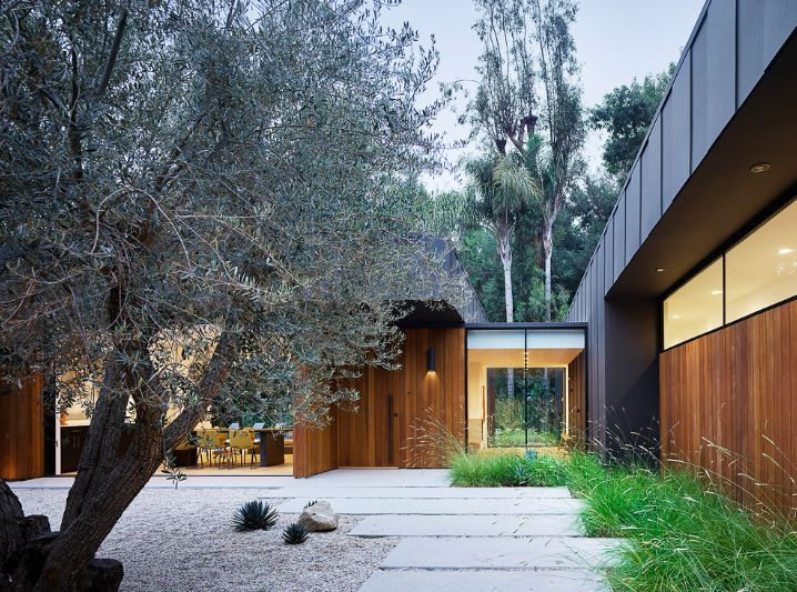 The outdoor areas make use of materials such as gravel and paving stones which are complemented by greenery