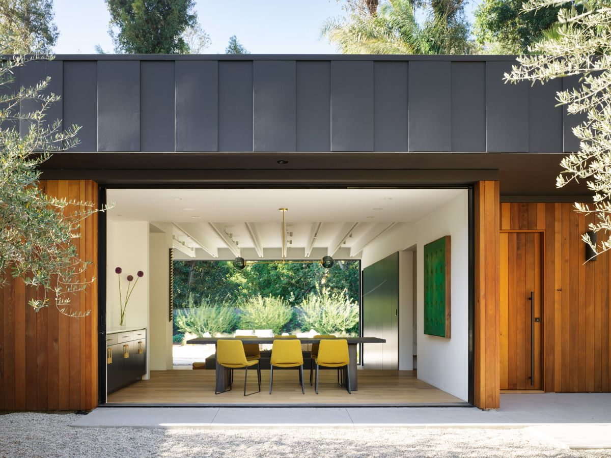 Contemporary House in Los Angeles Framed by Beautiful Landscape