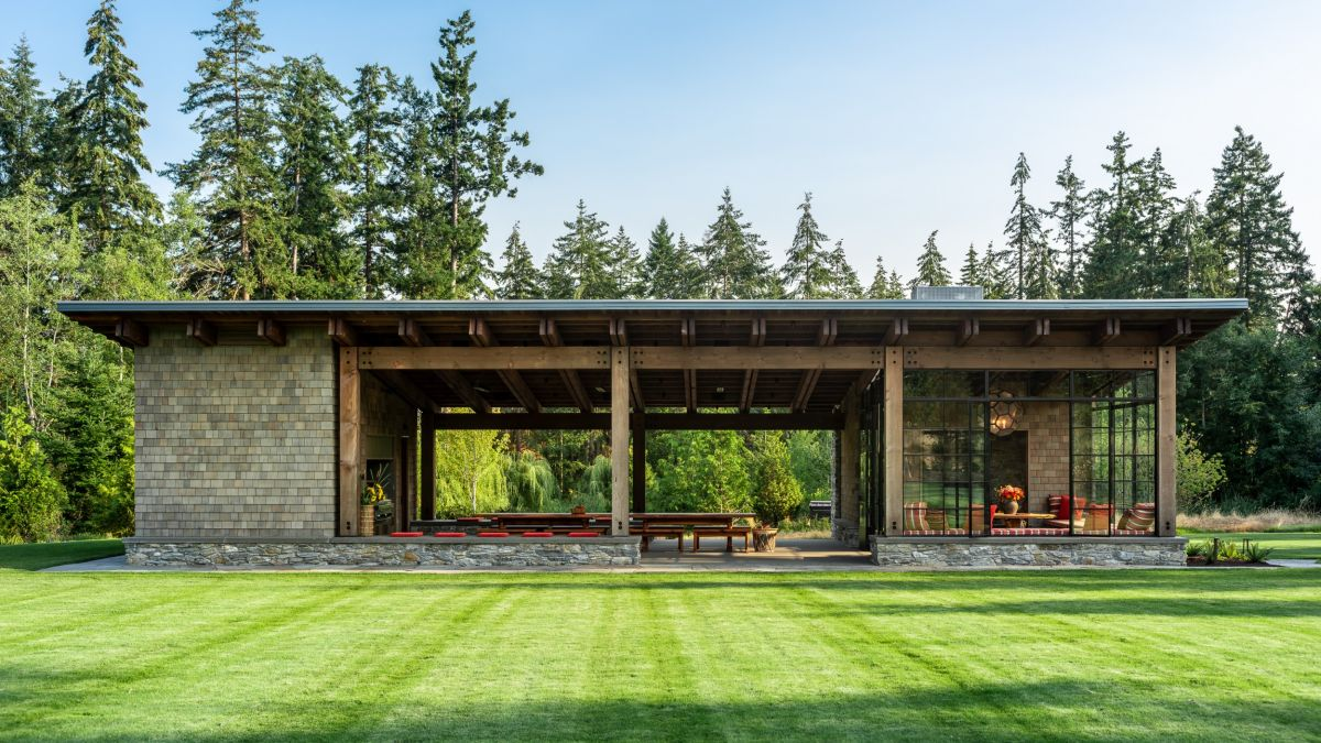 The covered patio separates the interior volumes into two distinct sections