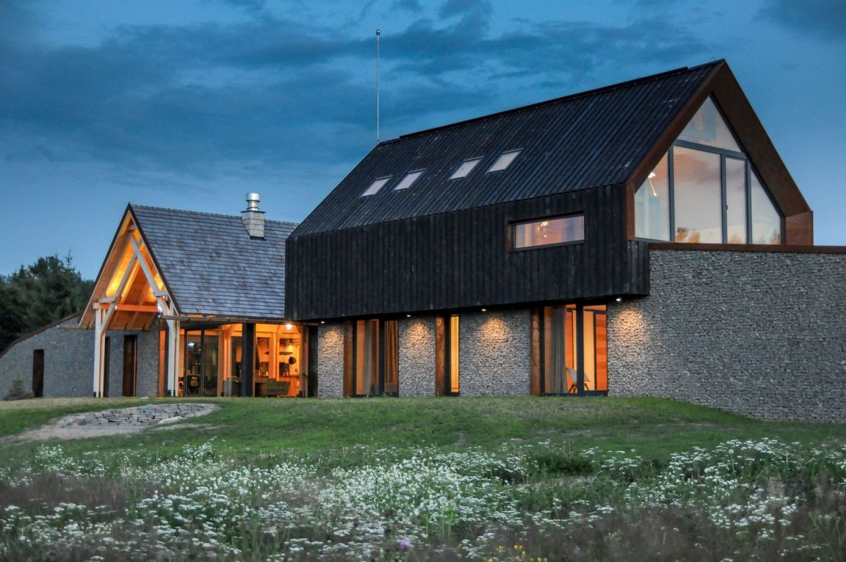 The dark timber roof extends slightly below and overlaps the walls