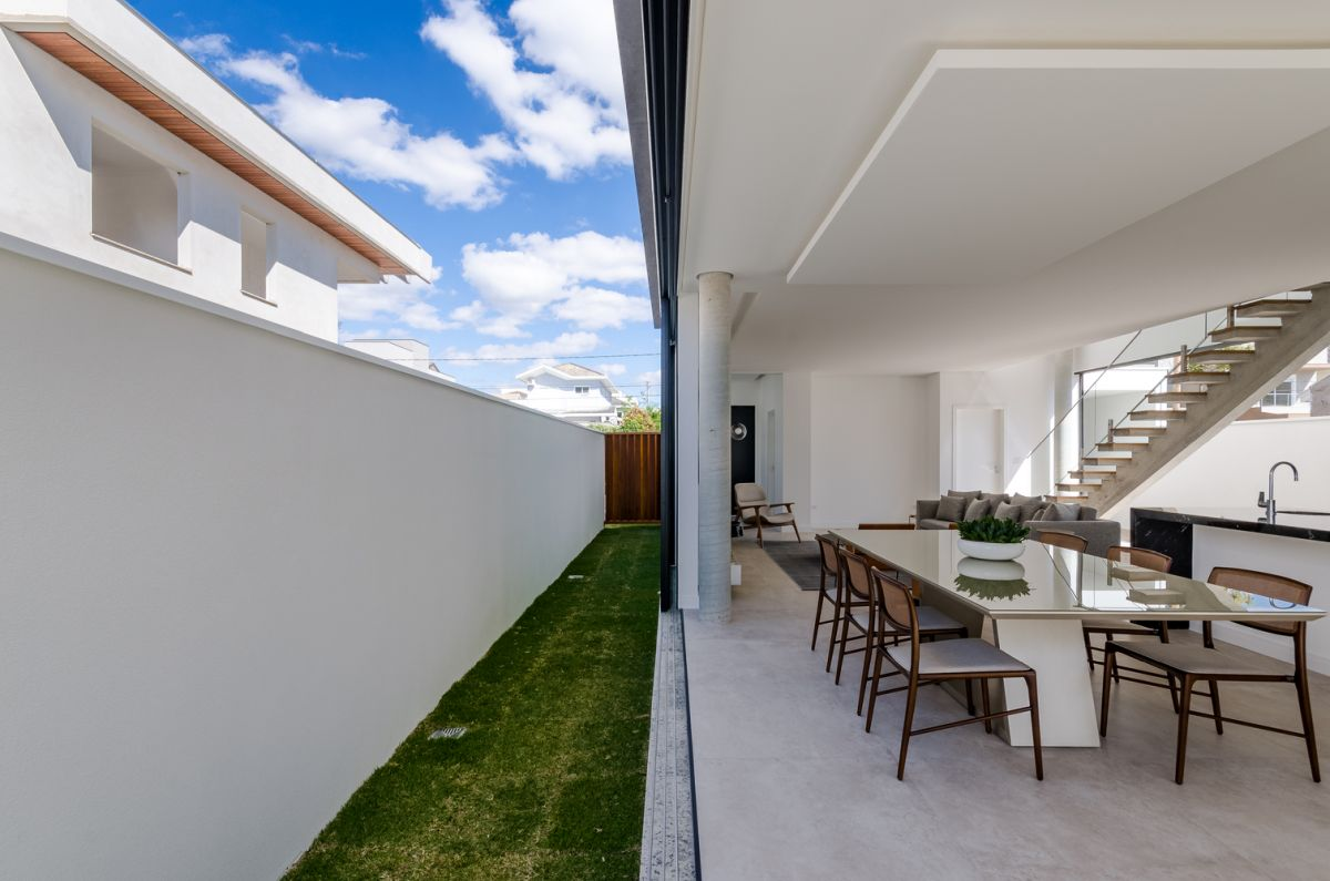 The house occupies the entire plot, with only a narrow open space between it and the border walls