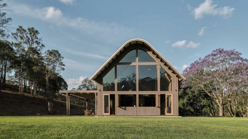 Modern Australian Barn With A Gorgeous Cathedral Ceiling