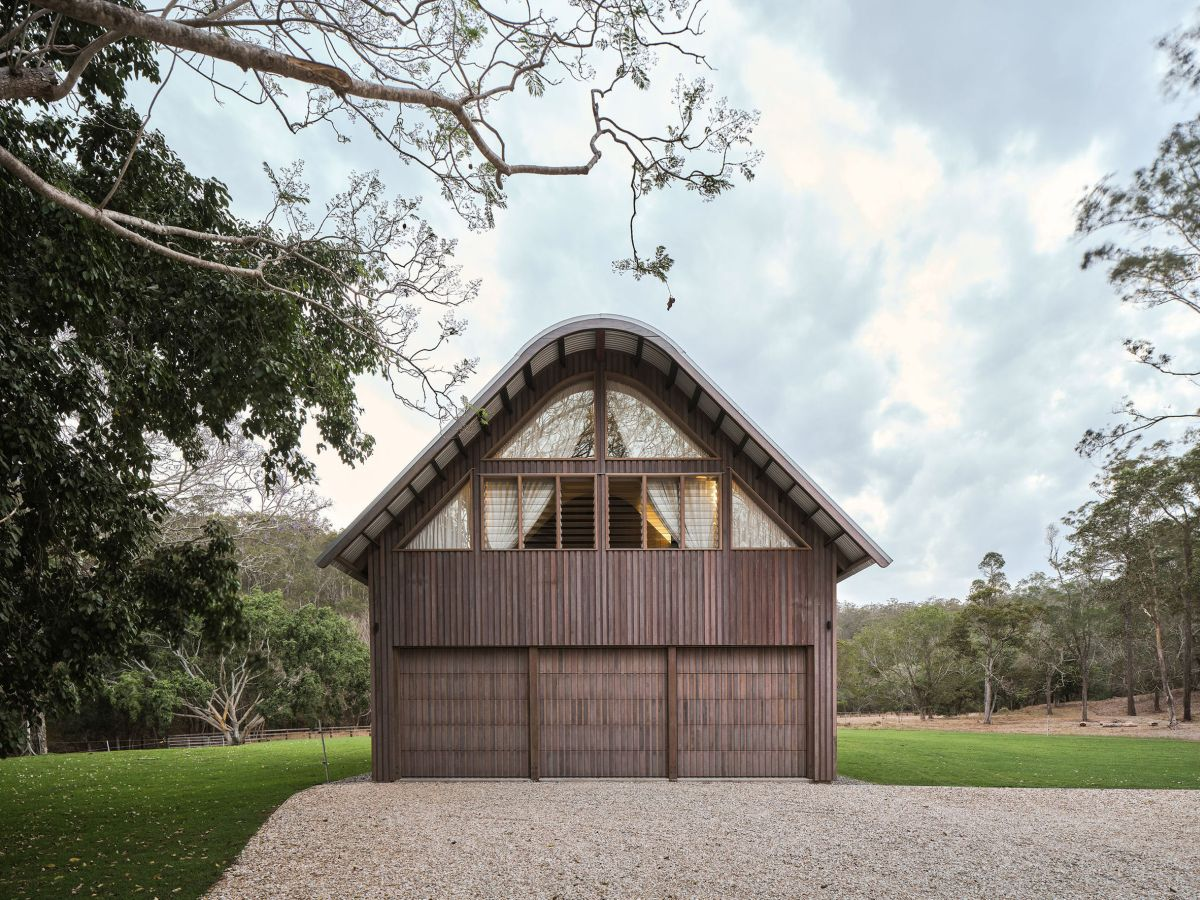 The wood-clad exterior gives the house a subtle rustic look and helps it blend into the surroundings