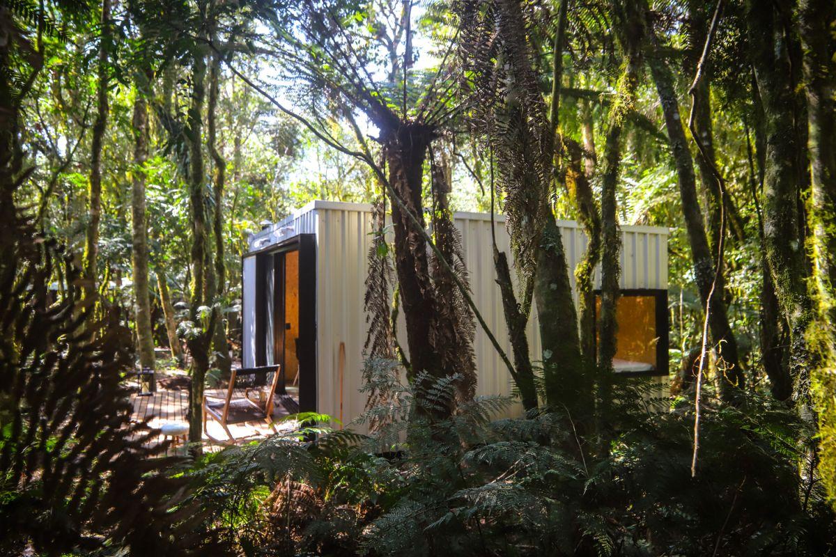 Alpes São Chico Housing Complex design Porto Quadrado lush vegetation - A Trio Of Vacation Houses Built With Prefab Metal Panels