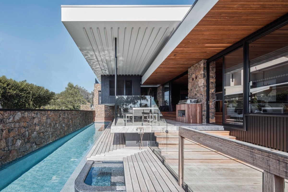 Large sliding doors open the living areas to the terrace and the swimming pool area