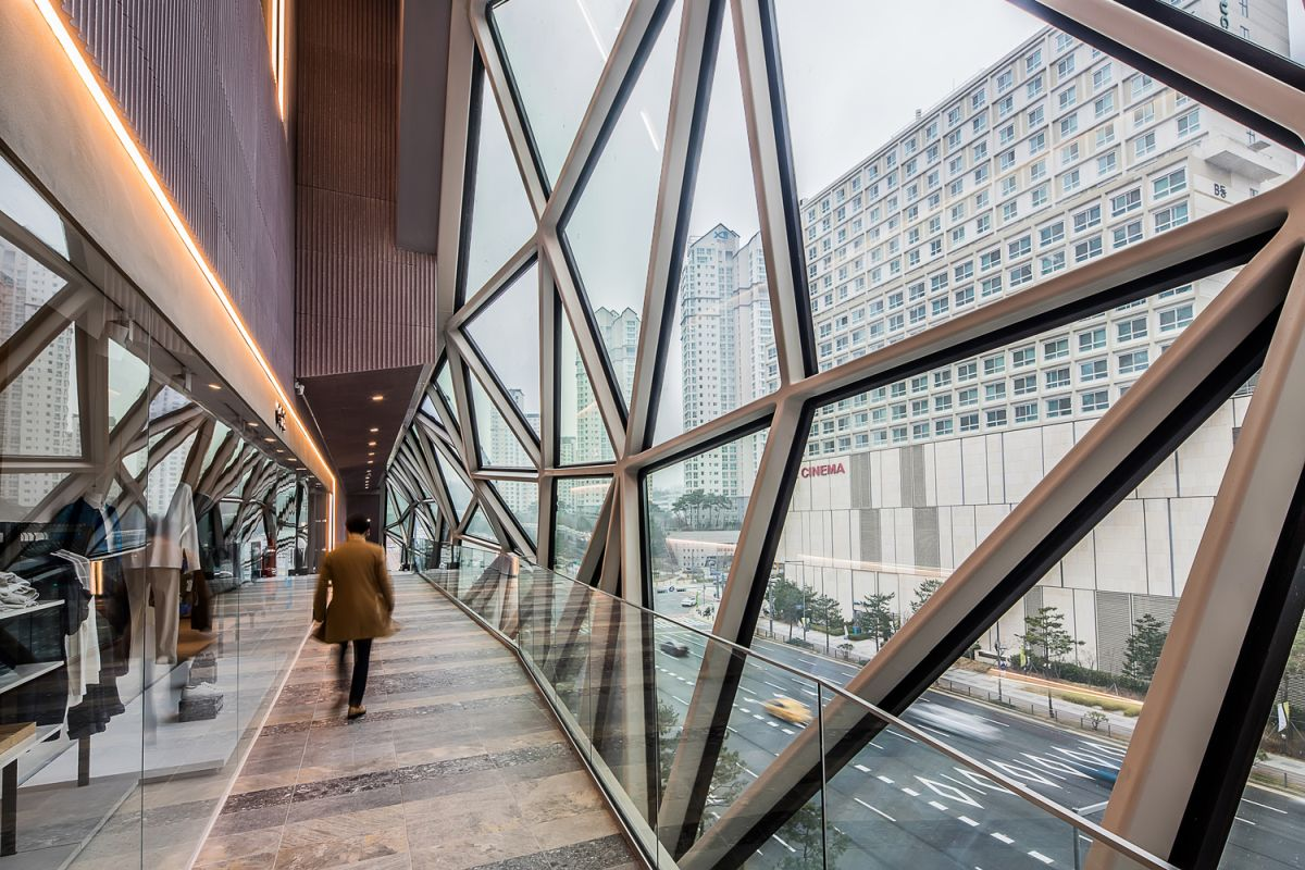 There are also walkways and terrace which run along the glass facades, cascading seamlessly between the floors