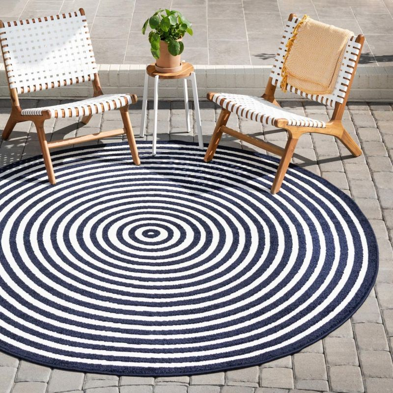 Round Outdoor Rugs With Stylish Designs And Patterns