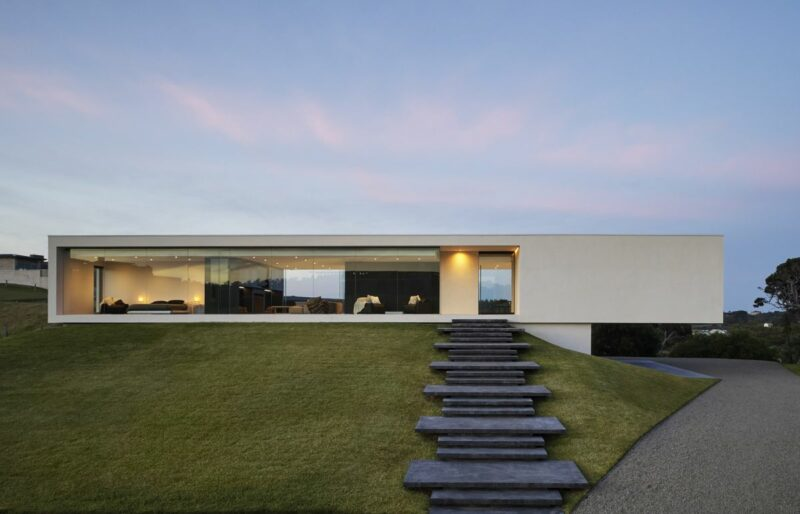 Flat Roof House In Australia With Big Glazed Sections And A Timeless Design