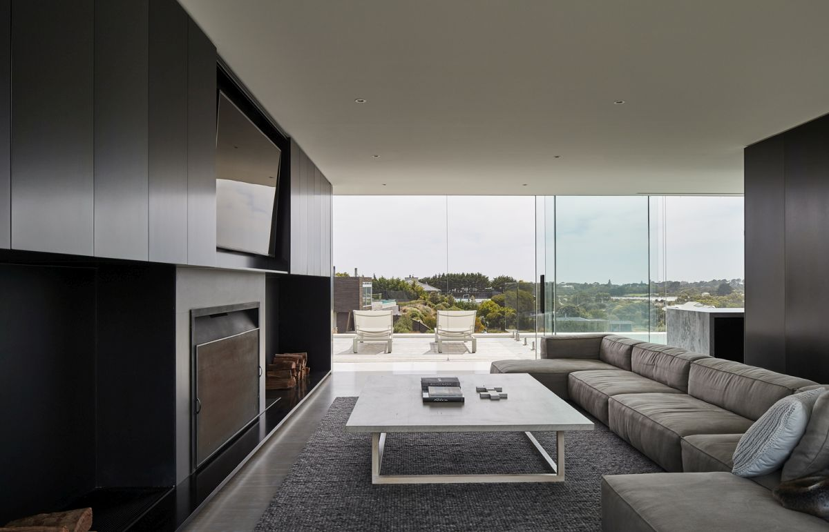 The interior design of the house is as pure and simple as the exterior which allows the views to become the focal points of the rooms