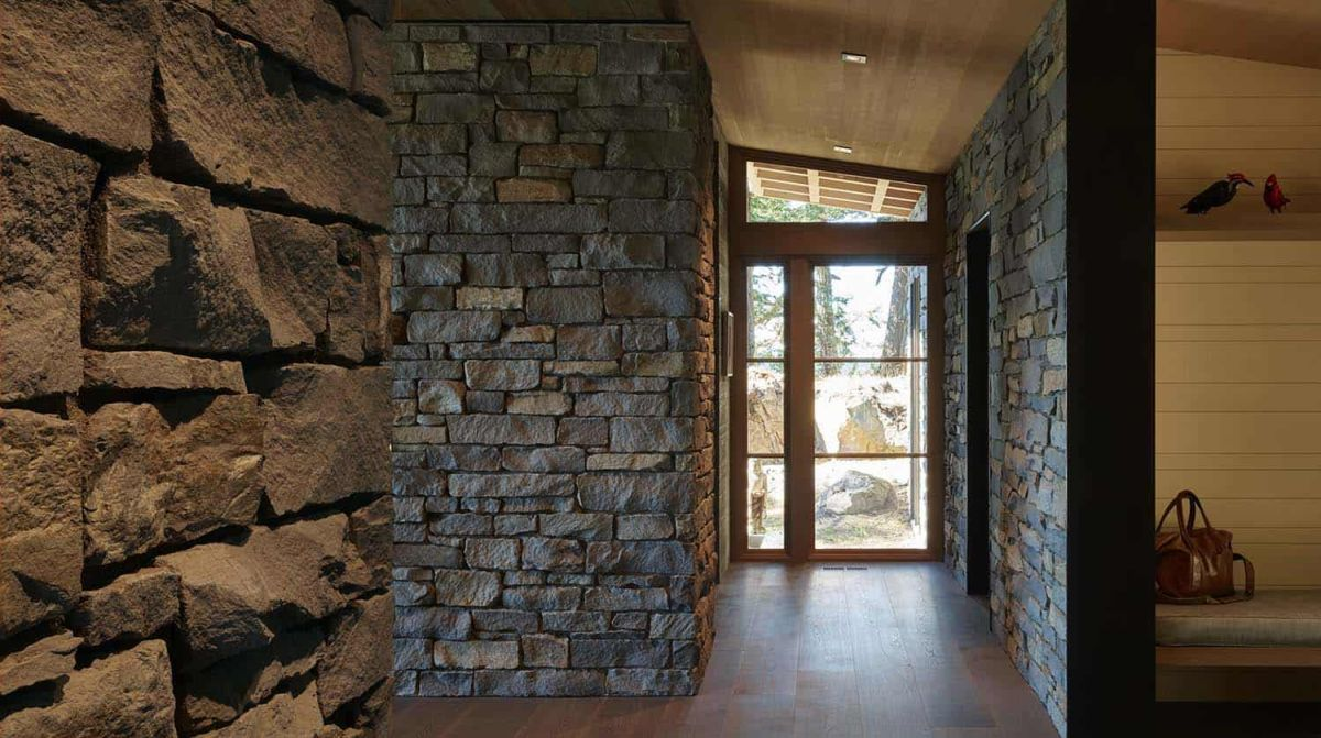There are also areas where stone walls and partitions mimic the look of the exterior facades