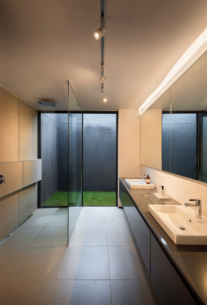 The close connection between architecture and nature is referenced throughout the entire house