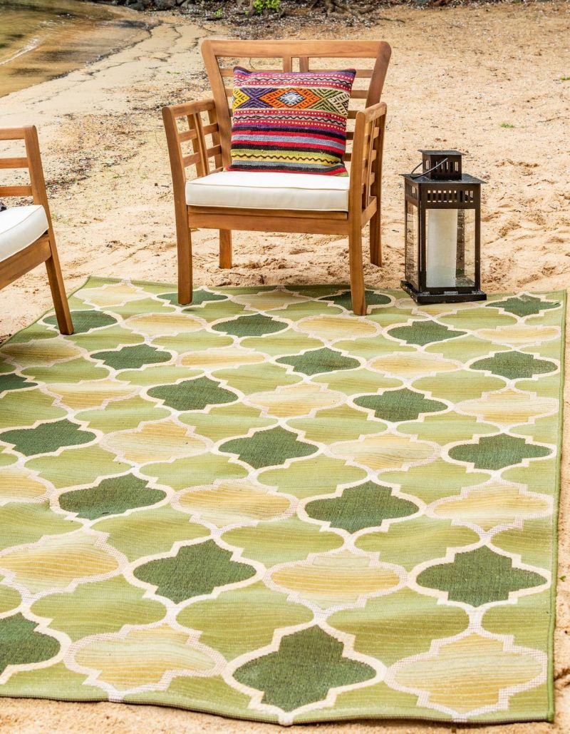 10 Beautiful Green Rugs That You Can Use Outdoors
