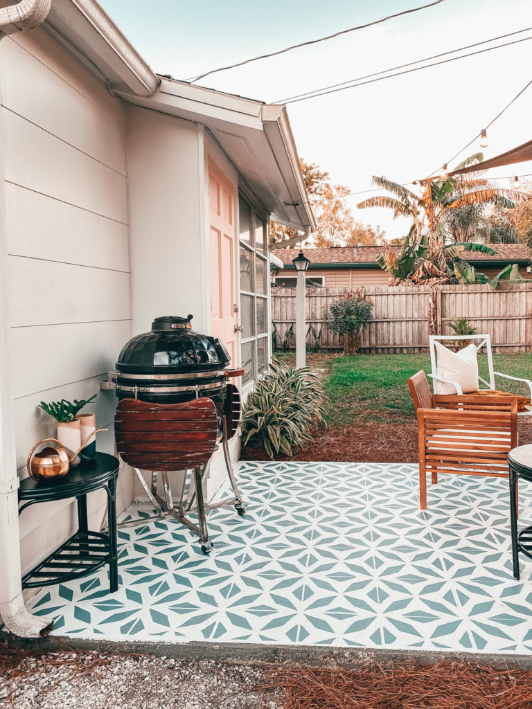 The painted floor is the focal point of the entire patio and looks a lot like a big outdoor rug